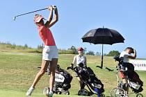 Patnáctiletá golfistka Barbora Bujáková z Uherského Hradiště je v české kadetské reprezentaci.