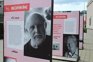 """Výstava """"Nezapomeňme – listopad 1989 na střední Moravě"""" v Zábřehu."""