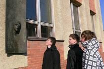 Studenti šumperské průmyslovky si v úterý 25. února připomněli den, kdy se v roce 1969 na protest proti sovětské okupaci upálil student školy Jan Zajíc