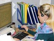V zábřežském call centru společnosti ČEZ vyřizuje požadavky zákazníků 124 operátorů. Když zrovna natelefonují, věnují se e-mailům a dopisům. Druhé takové centrum má firma v Plzni.