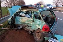 Tragická srážka Renaultu Twingo s dodávkou u Mohelnice