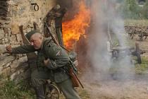 Scéna natáčení požáru z filmu 7 dní ve Vojtíškově u Hanušovic.