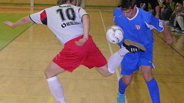 Delta Šumperk versus Mikeska Ostrava (v modrém).