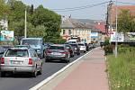 Oprava povrchu silnice u Libivé v pátek 8. května. Ve státní svátek byl menší provoz.