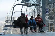 Snímek ze zimního období ze skiareálu Příčná