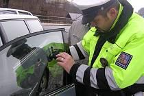 Policisté na Jesenicku měřili propustnost skel