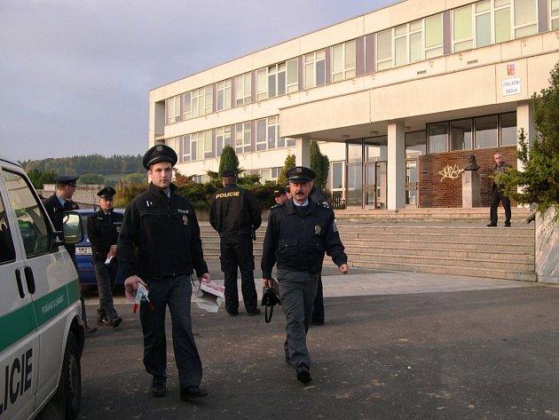 Policie zasahuje u Základní školy Sluneční.