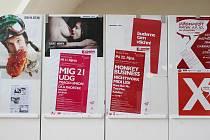 Výstava plakátů festivalu Džemfest.