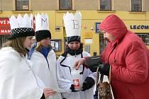 Do ulic Šumperka na Tříkrálovou sbírku pro Charitu vyrazila i trojice studentek Střední zdravotnické školy v Šumperku  Lucie Kašparová, Aneta Straková a Niké Pobucká.