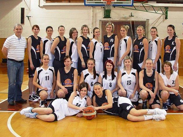 Tým žen basketbalistek TJ Šumperk.