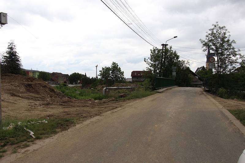 Stavba protipovodňových opatření na řece Desné - lokalita u soutoku Desné a Losinky.