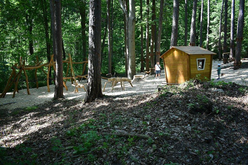 Nové dětské hřiště poblíž rozcestí Tulinka u Šumperku.