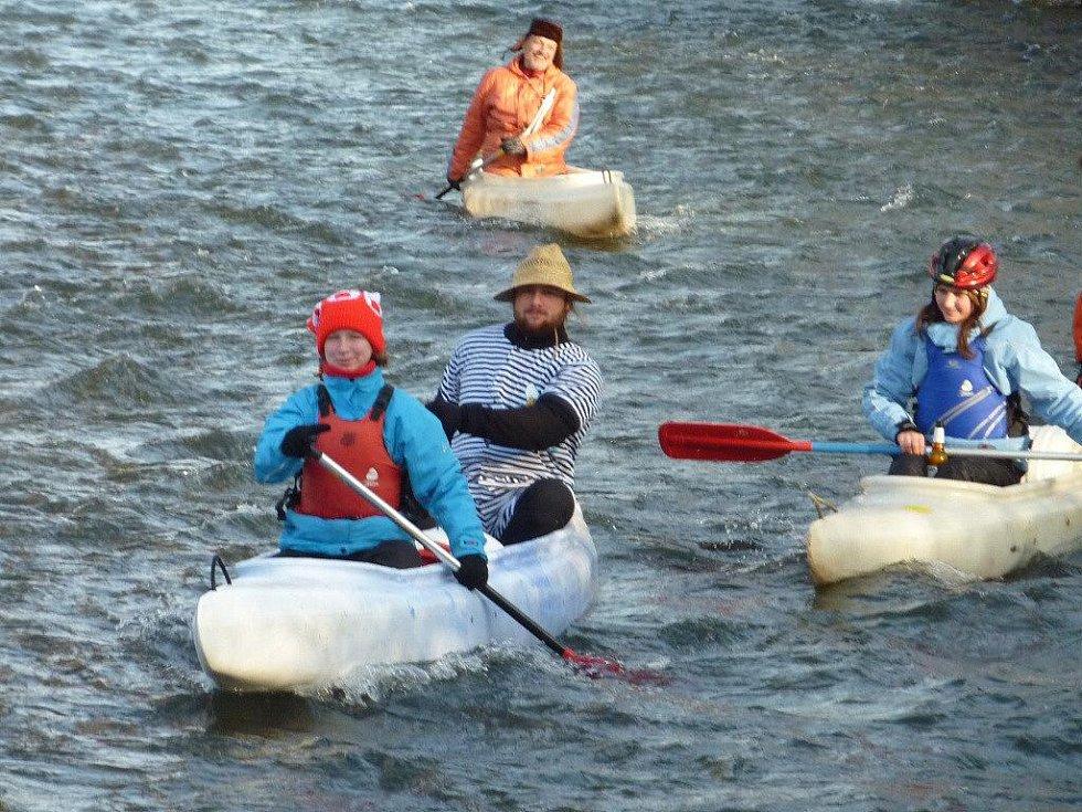 Vodáci sjížděli na Štěpána řeku Desnou