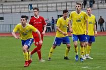Fotbalisté Šumperku (ve žlutém) remizovali s Novým Jičínem 1:1.