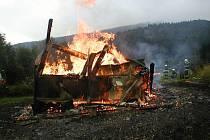 Požár chatky ve Velkých Losinách likvidovali v sobotu 30. července ráno hasiči v Šumperku