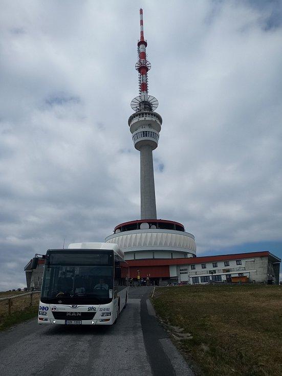 Autobusy pro seniory a hendikepované  na vrchol Pradědu