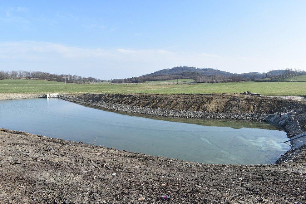 Nový pilařský závod ve Vápenné. Vodní nádrž