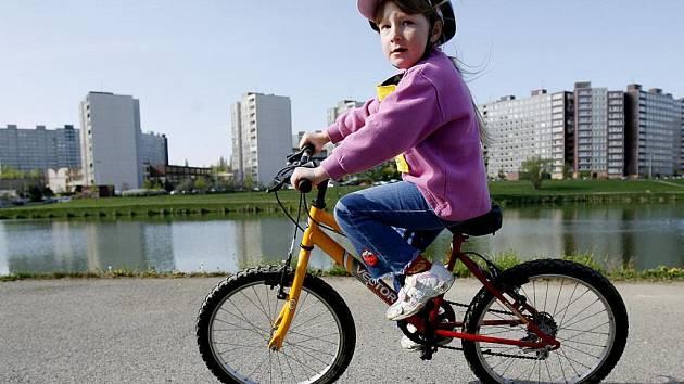 Po opuštěné železniční trati možná povede cyklostezka.