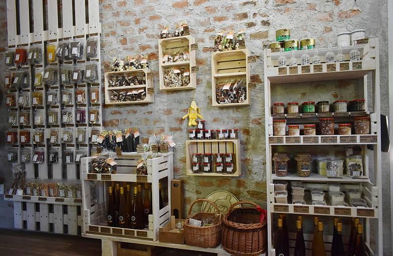 Rodina Rašnerova buduje v Třemešku u Dolních Studének centrum kvalitní stravy.