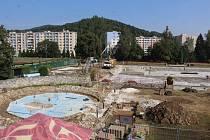 Rekonstrukce jesenického koupaliště, stav ke 13. srpnu.