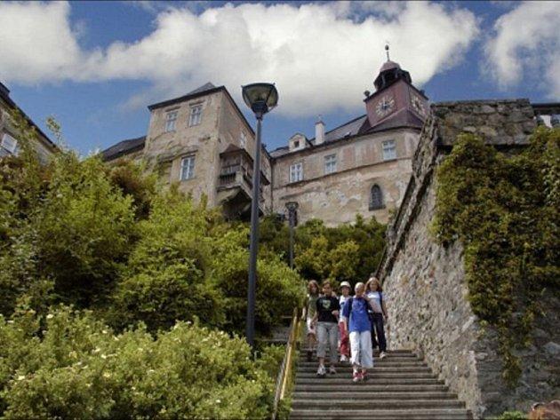Jesenické historiky čekal šok, z věže zámku Jánský vrch se ztratily vzácné mince.