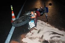 Nehoda motocyklu mezi Štíty a Horními Heřmanicemi.