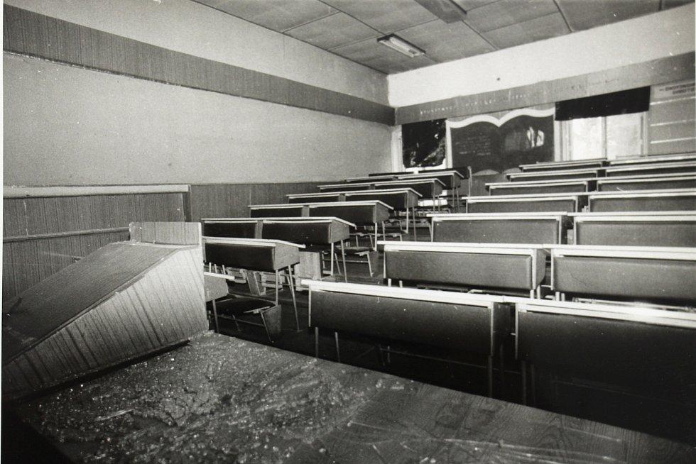 Učebna šumperských kasáren po opuštění sovětskou armádou v roce 1990.