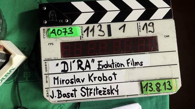 Režisér a herec Miroslav Krobot natáčí v Jeseníkách, předefším v obci Vikantice svůj první celovečerní film Díra u Hanušovic.