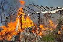Požár skladovací haly v Horním Fořtu u Javorníku.