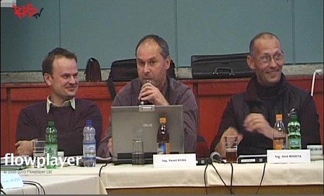 Ze zasedání zastupitelstva v Mohelnici 17. října. Uprostřed místostarosta Pavel Kuba, vpravo místostarosta Aleš Miketa.