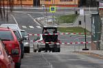 Centrum Zábřehu uzavřeli, muž na střeše začal na ulici házet kameny