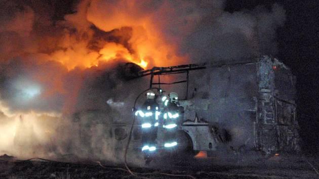 Požár autobusu u Bezděkova na Šumpersku