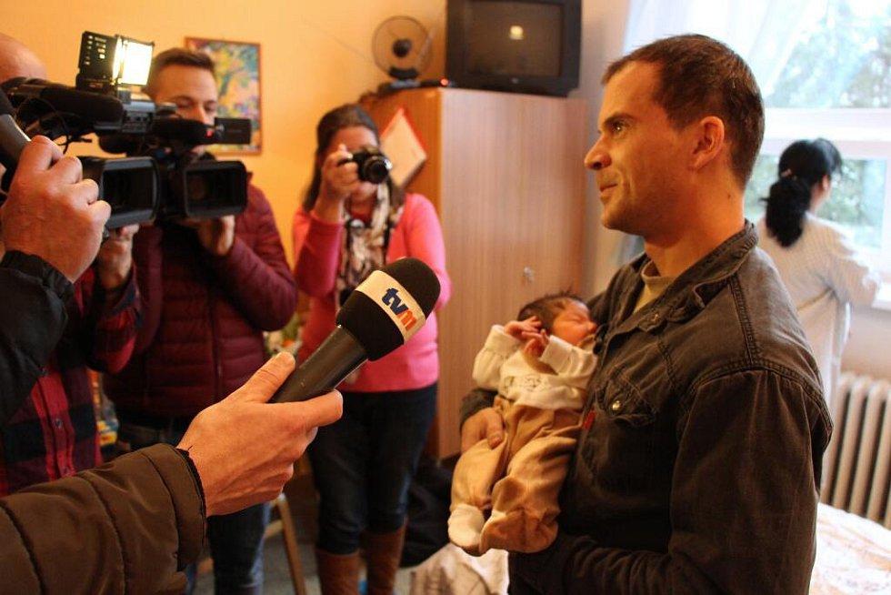 Otec prvního letošní novorozence v kraji Rostislav Zouhar