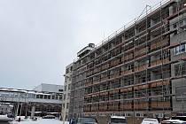 Revitalizace Pavilonu A přinese nejen novou fasádu a okna, ale i zvětšení pokojů.