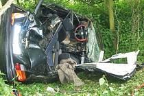 Snímky ze smrtelné autonehody u Bratrušova