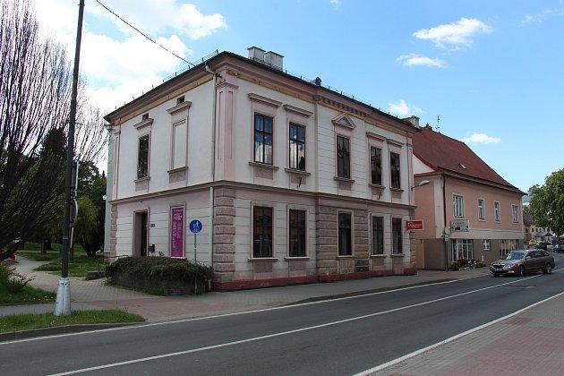 Budova bývalé knihovny vZábřehu.