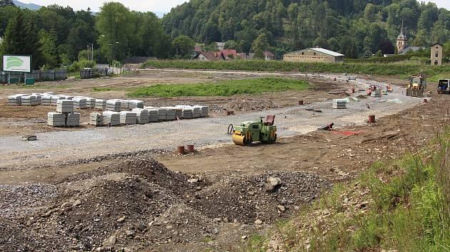 Na místě bývalé pily v Jeseníku – Bukovicích vyrostou rodinné domy.