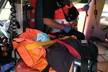 Pomoc zraněnému horolezci na skalách u Rabštejna v sobotu 4. července.