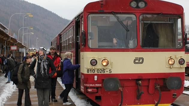 Jeden z posledních vlaků, který projel na trati Hanušovice – Dolní Lipka.