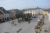 Jeden z posledních pohledů na současnou podobu náměstí v Mohelnici. Rekonstrukce začne 2. dubna.