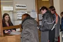 Snímek z přepážky Úřadu práce v Šumperku
