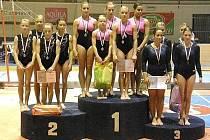 Šumperské gymnastky (vlevo) v Brně na stupních vítězů