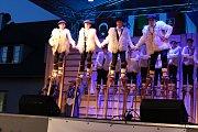 V pátek a v sobotu se na hlavních pořadech Mezinárodního folklorního festivalu v Šumperku představily postupně dvě desítky souborů. Mezi nimi byl i soubor z Francie. Ten sklidil největší ovace diváků.