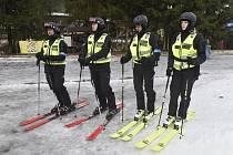 Policejní lyžařská hlídka. Ilustrační foto