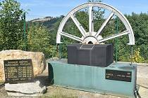 Monument a památník v místě bývalé těžební věže zlikvidovaného zlatohorského závodu RD Jeseník.