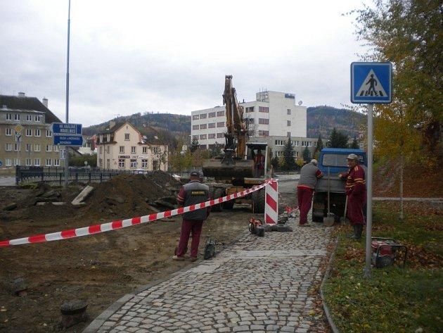 Práce na rekonstrukci Okružní ulice vrcholí.