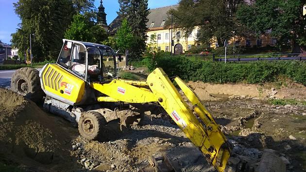 Odbahnění a rekonstrukce zámeckého rybníku v Bludově.