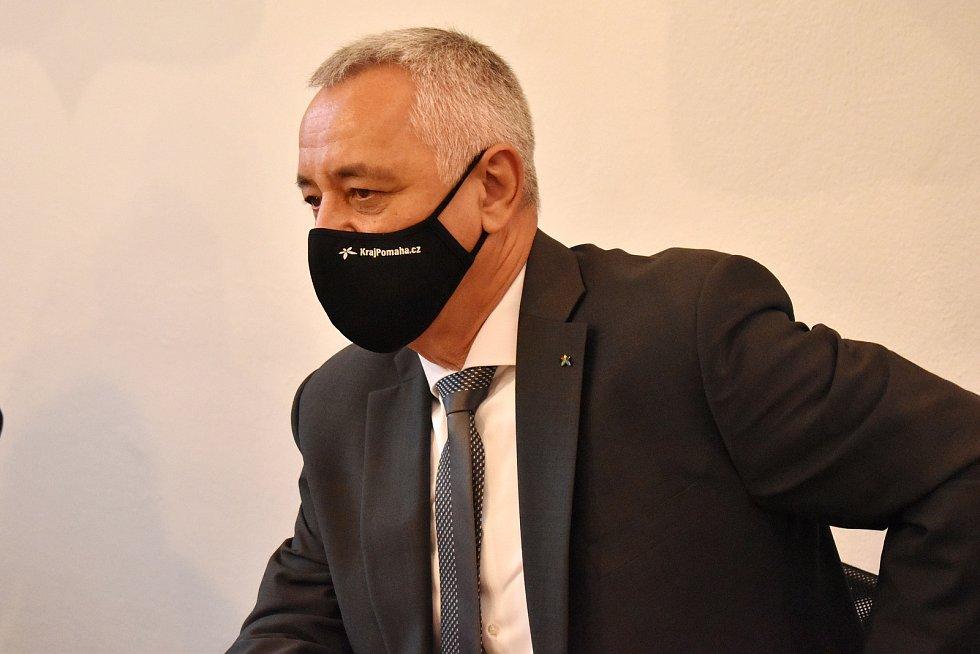 Hejtman Olomouckého kraje Josef Suchánek (STAN). Výjezd Rady Olomouckého kraje na Šumpersko a Jesenicko.