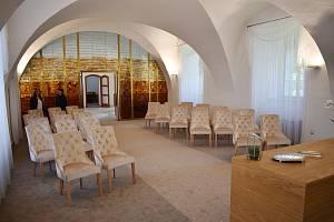 Modernizovaná obřadní síň na zámku ve Velkých Losinách.