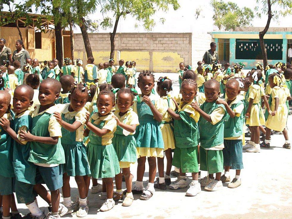 Děti ve škole na Haiti